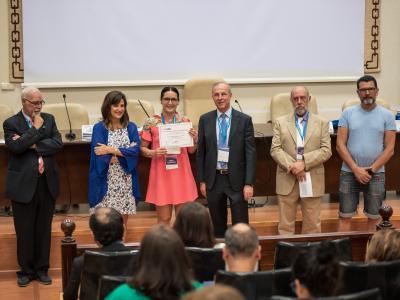 María Rosa recogiendo el premio a la Mejor Fotografía